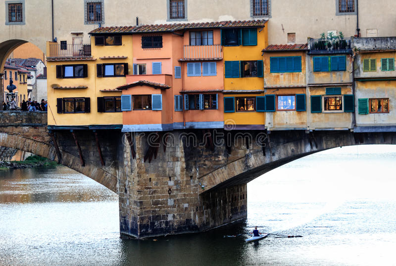 Ponte Vecchio gammal bro i Florence, Italien arkivbild