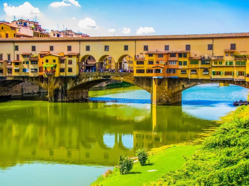 Ponte Vecchio gammal bro i Florence, Italien arkivfoton