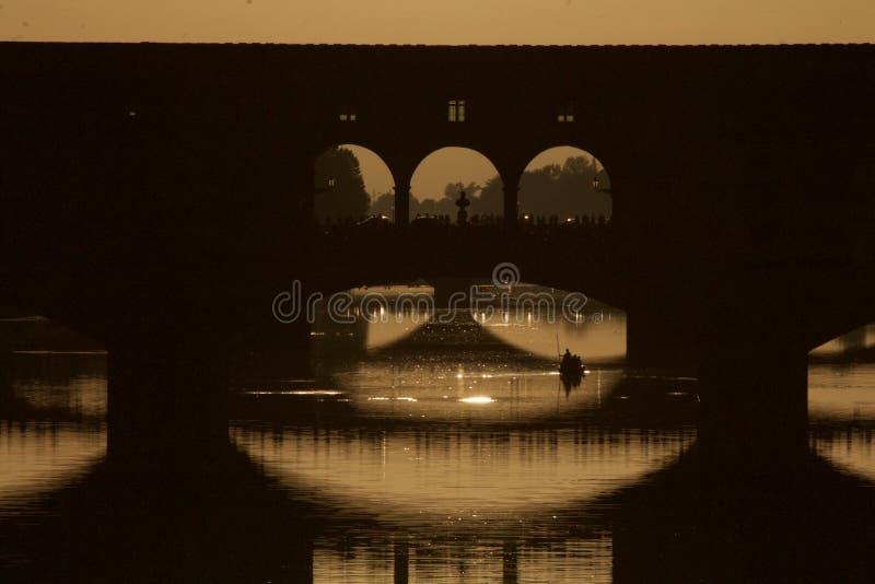 Ponte Vecchio la nuit images stock