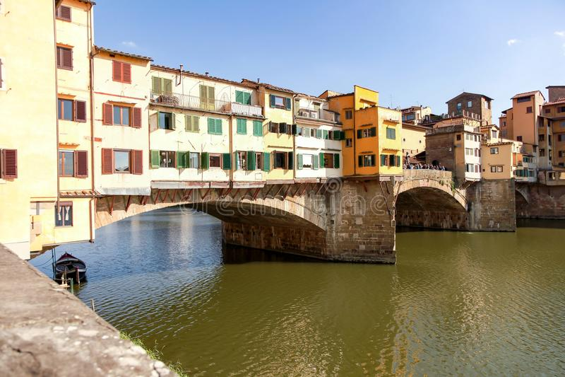 Ponte Vecchio over Arno-rivier in Florence, Italië stock afbeelding