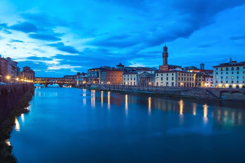 Ponte Vecchio punkt zwrotny na zmierzchu, stary most, Arno rzeka w Florencja. obraz stock