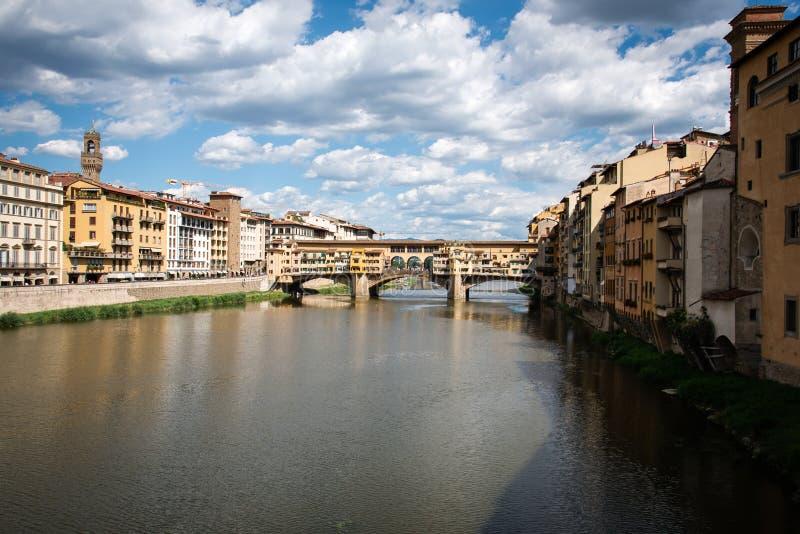 Ponte Vecchio sobre o rio de Arno em Florença, Itália fotografia de stock