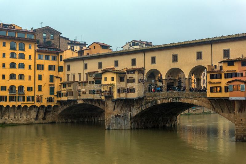 Ponte Ponte Vecchio sopra Arno River a Firenze, Toscana, I fotografia stock