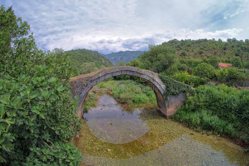 Ponte velha da pedra do arco, Montenegro fotografia de stock