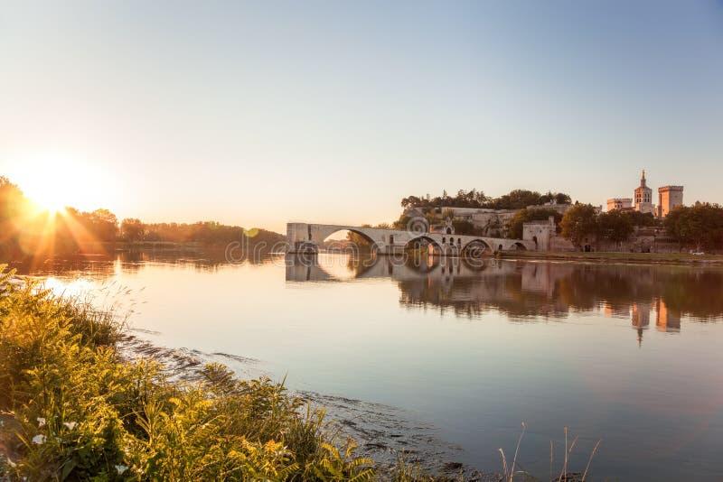 Ponte velha de Avignon durante o por do sol em Provence, França imagem de stock royalty free