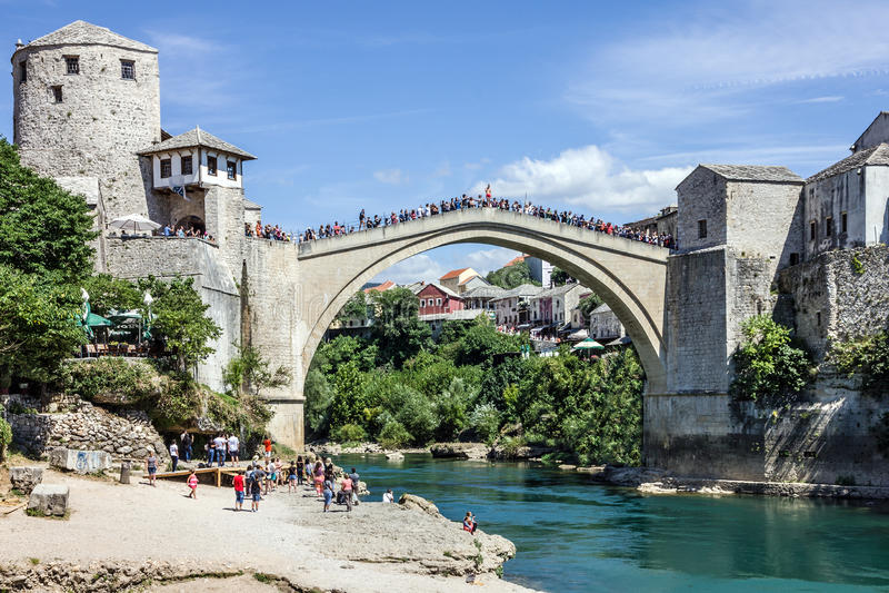 Ponte velha de Mostar Bósnia e Herzegovina fotografia de stock royalty free