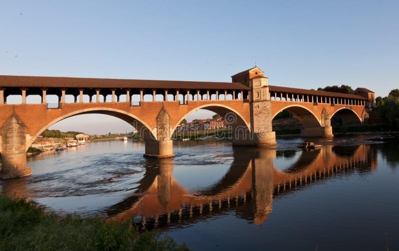 A ponte velha de Pavia foto de stock