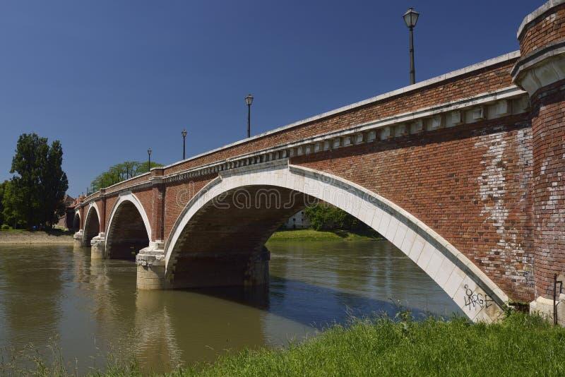 Ponte velha em Sisak, Croácia fotos de stock royalty free