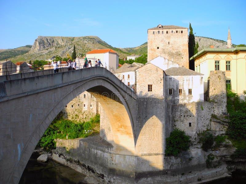 Ponte velha na cidade de Mostar foto de stock royalty free