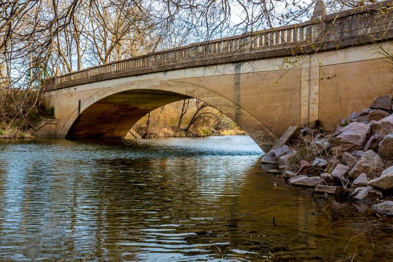 Ponte velha pitoresca da angra de Pennington em Oklahoma fotografia de stock