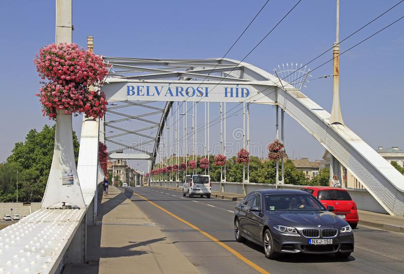 A ponte velha sobre o rio Tisza na cidade Szeged, Hungria fotos de stock