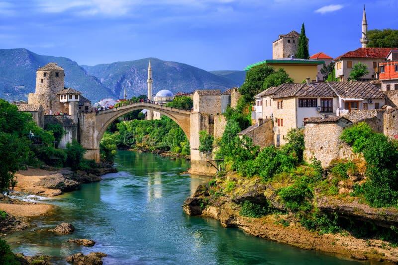 Ponte velha Stari mais em Mostar, em Bósnia e em Herzegovina fotografia de stock