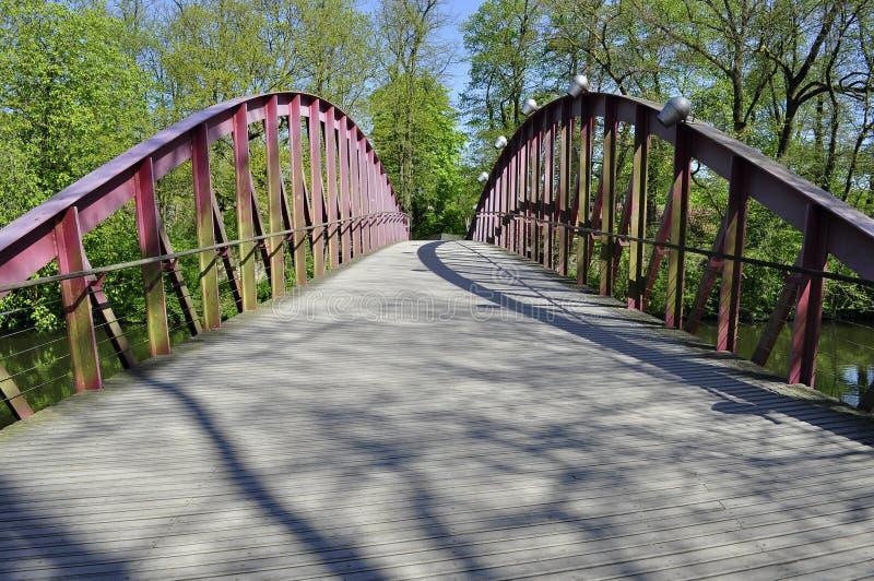 Ponte vermelha em Bruges imagem de stock royalty free