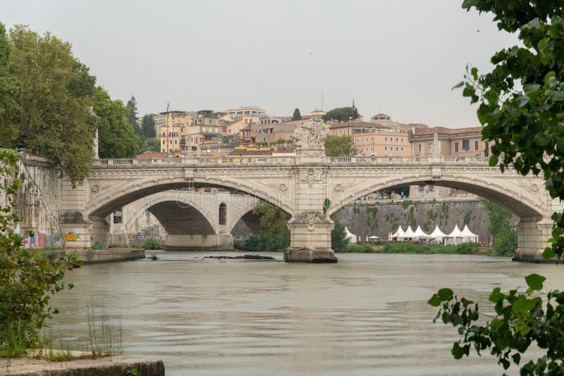 Ponte Vittorio Emanuele II, мост в Риме, Италии стоковая фотография rf