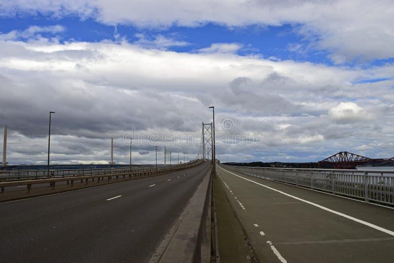 Ponte vuoto attraverso avanti il fiume Scozia fotografie stock