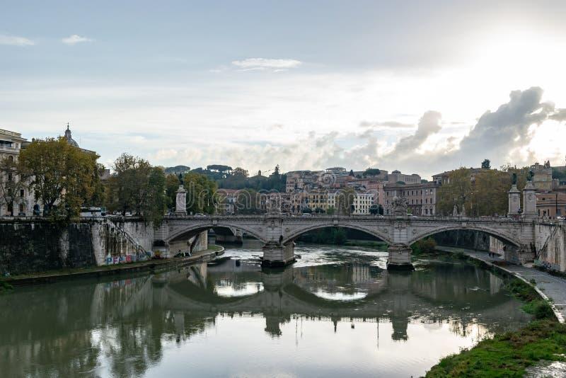 Pontebrug Vittorio Emanuele II een beroemde brug in Rome stock afbeeldingen