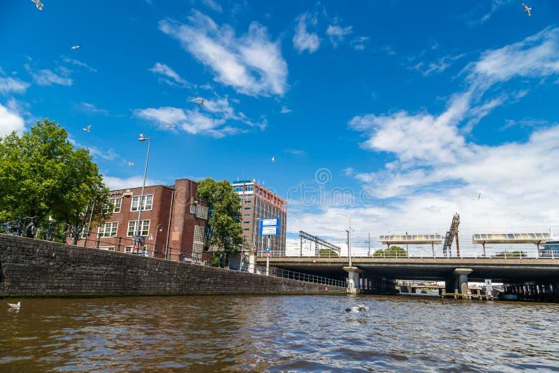 Pontes de Amsterdão em canais fotos de stock royalty free