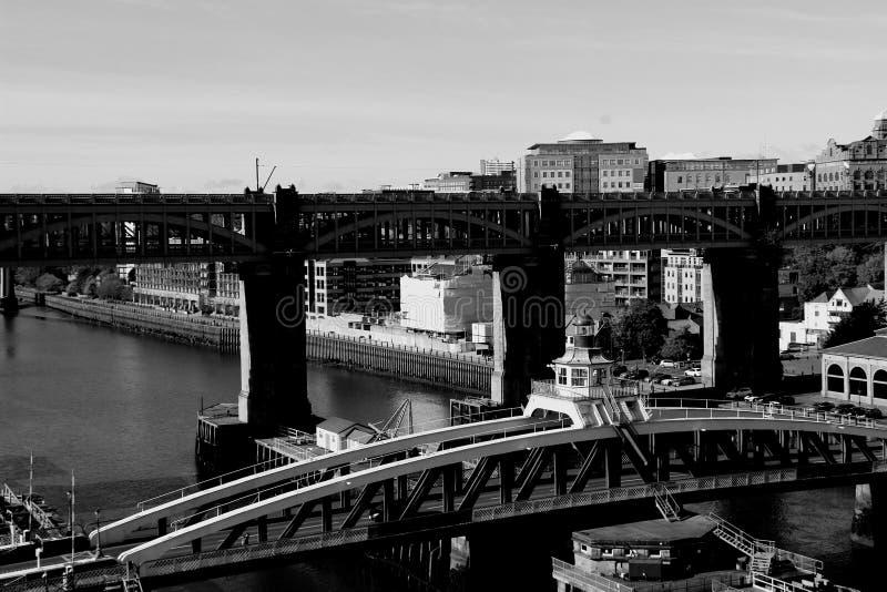 Pontes de Newcastle em preto e branco foto de stock royalty free