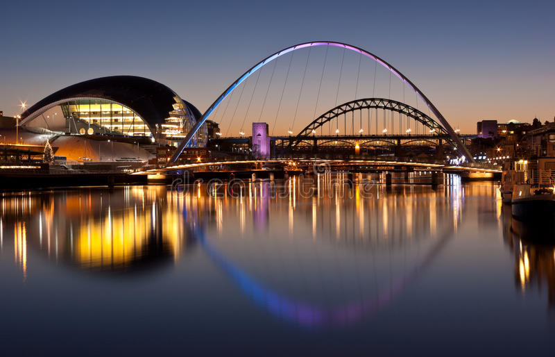 Pontes de Tyne no pôr-do-sol foto de stock royalty free