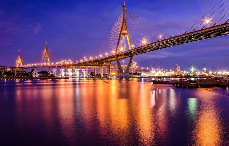 Pontes e luz bonita da noite imagem de stock royalty free