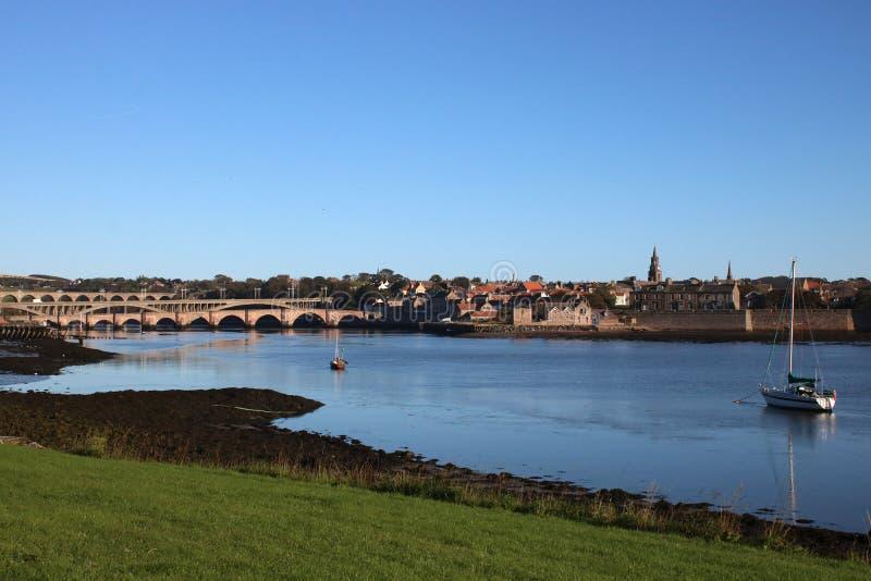 Pontes sobre a mistura de lã do rio, Berwick, Northumberland fotos de stock