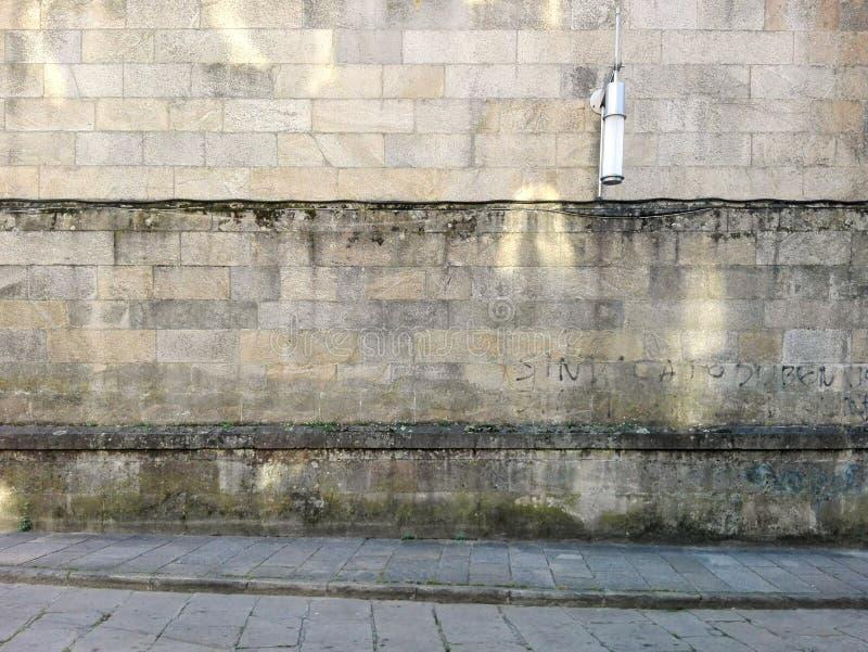 Pontevedra, Espagne ; 09/08/2018 : Façade grise démodée Façade de pierre de bâtiment images stock