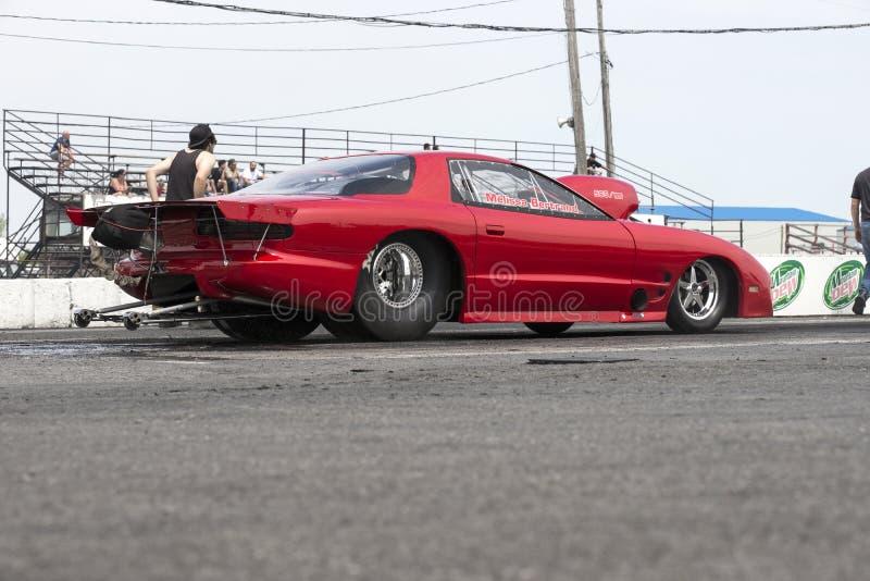 Pontiac Firebird en la pista imagen de archivo libre de regalías