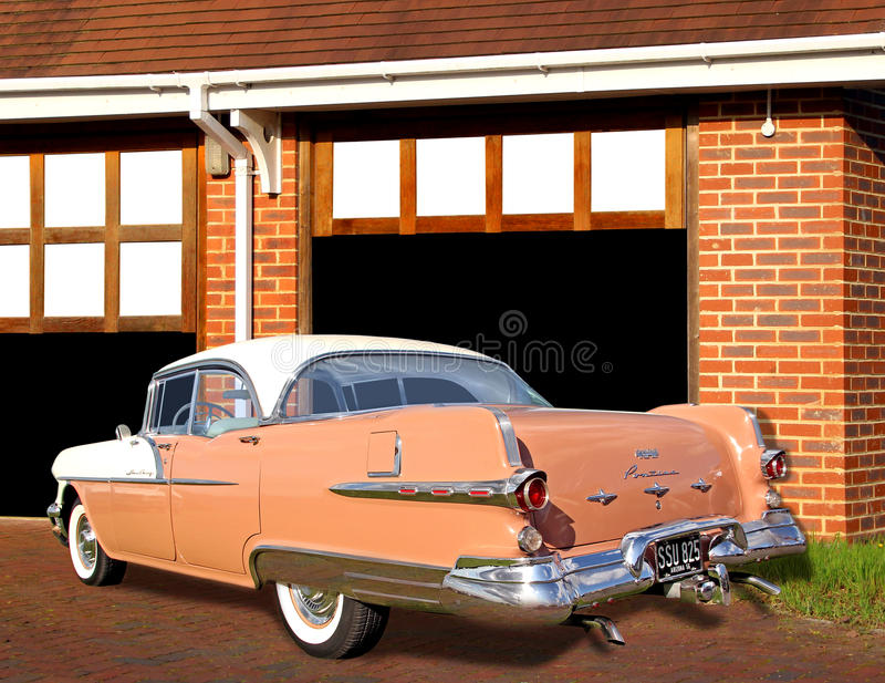 Pontiac gwiazdy rocznika naczelny samochód obraz royalty free