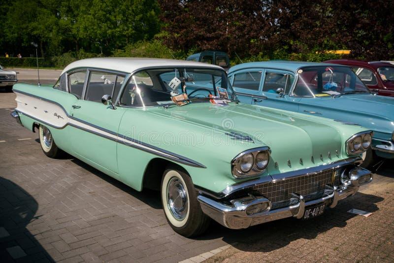 1958 Pontiac wodza rocznika samochód zdjęcia royalty free