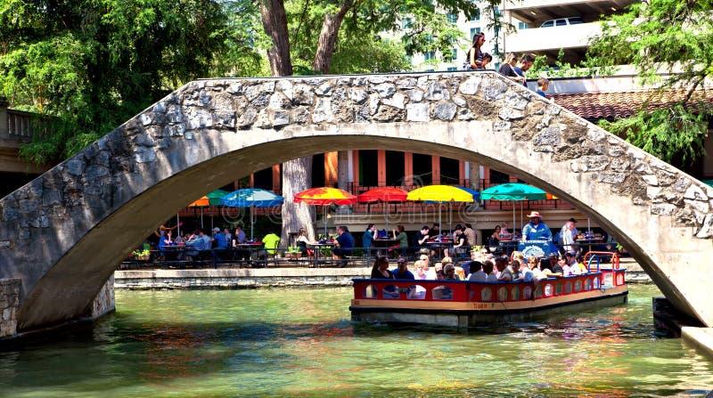 Ponticelli di San Antonio Riverwalk immagine stock