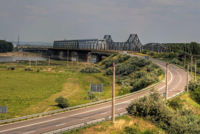 Ponticelli sopra il Danubio immagini stock libere da diritti
