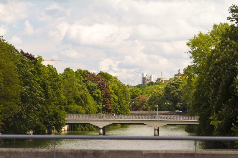 Ponticelli sopra il fiume di Isar immagine stock libera da diritti