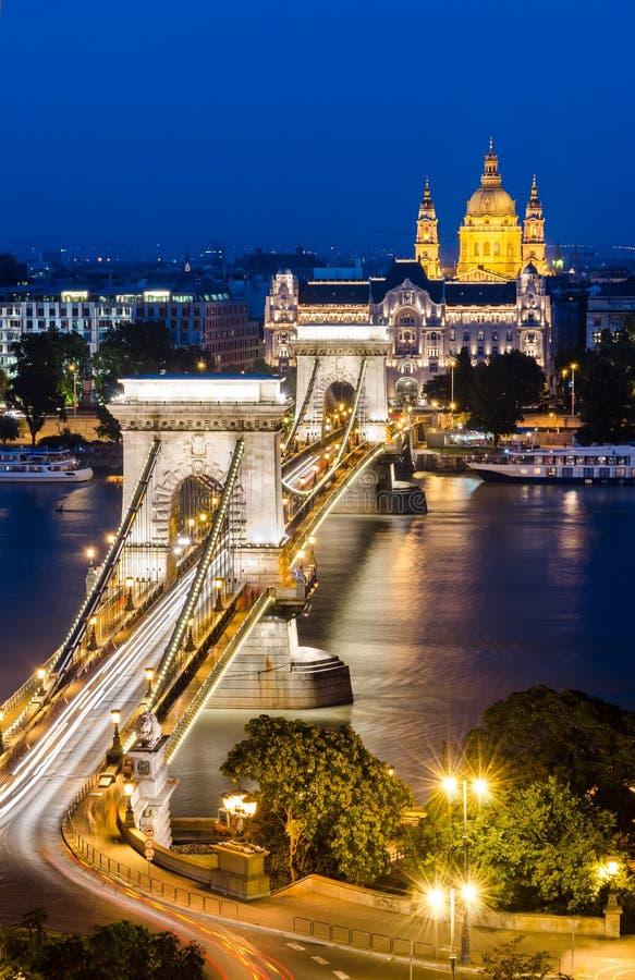 Ponticello Chain, paesaggio di notte di Budapest, Ungheria fotografia stock libera da diritti