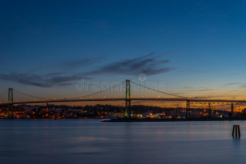 Ponticello del Angus L Macdonald Bridge immagini stock