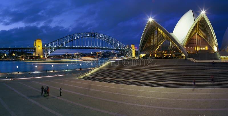 Ponticello del Teatro dell'Opera e del porto di Sydney immagini stock