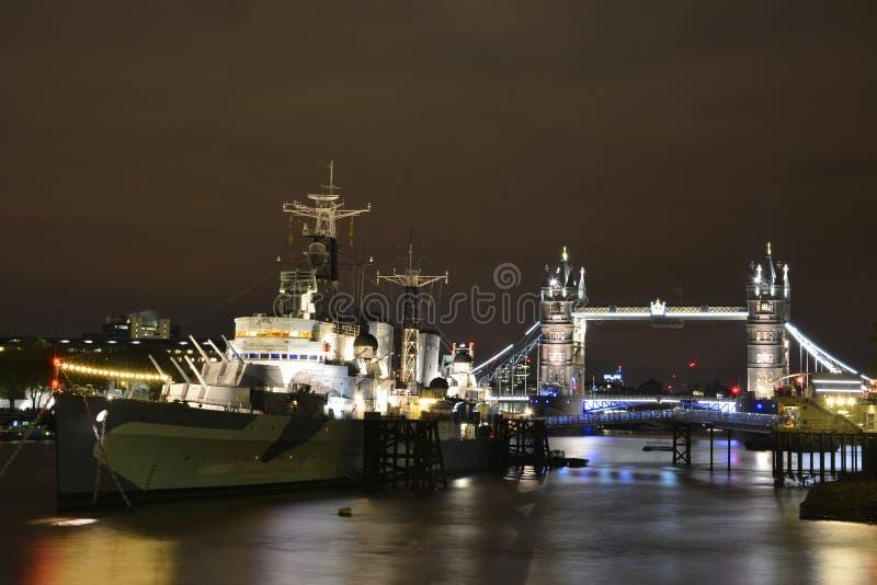 Ponticello della torretta di Londra alla notte fotografia stock libera da diritti
