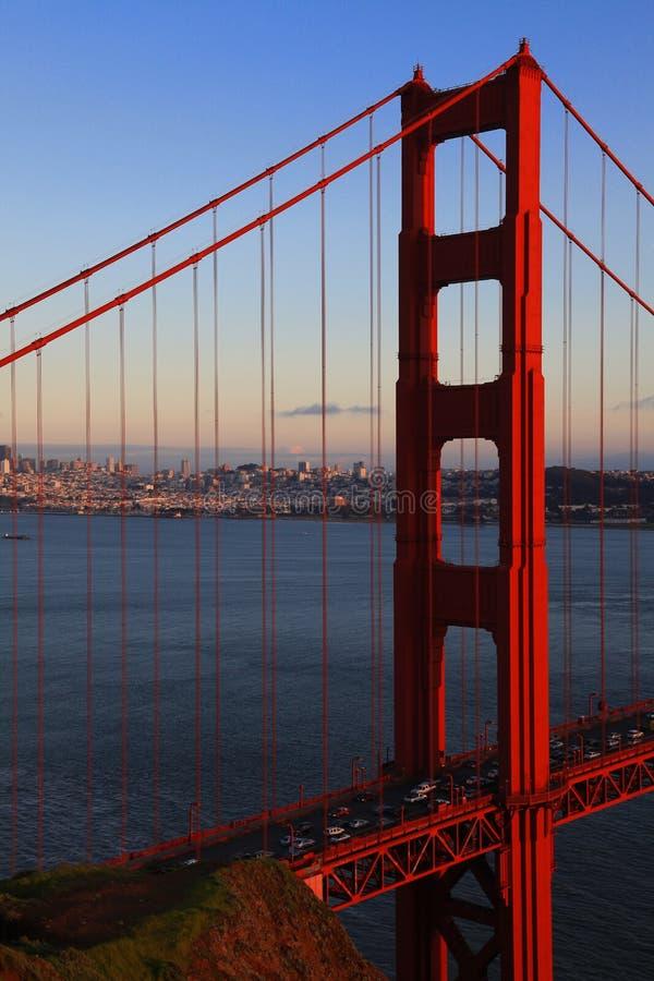 Ponticello di cancello dorato di San Francisco alla sera immagine stock libera da diritti