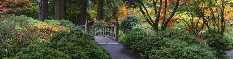 Ponticello di legno, giardino giapponese fotografie stock libere da diritti