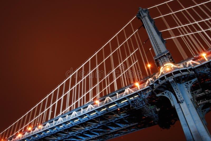Ponte di Manhattan dopo le ore fotografie stock libere da diritti