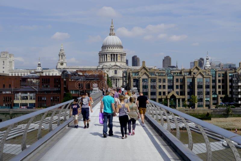 Ponticello di millennio a Londra fotografia stock libera da diritti