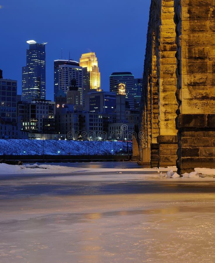 Ponticello di pietra dell'arco a Minneapolis fotografie stock