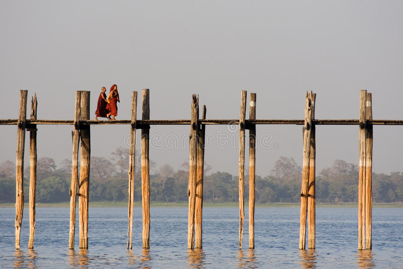 Ponticello di U Bein in Amarapura in Myanmar fotografie stock