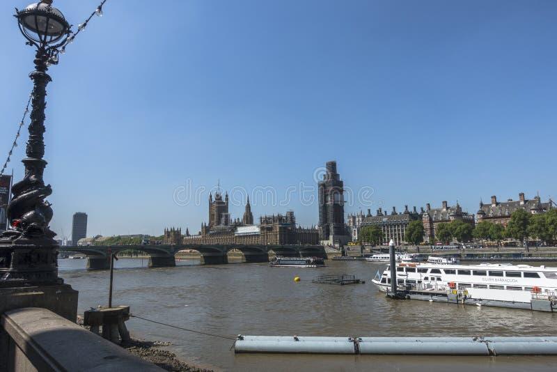 Ponticello di Westminster con grande Ben a Londra fotografia stock libera da diritti