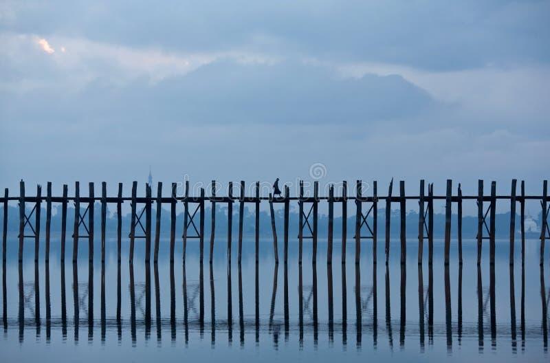 Ponticello famoso in Amarapura, Myanmar del teck di U Bein fotografia stock libera da diritti