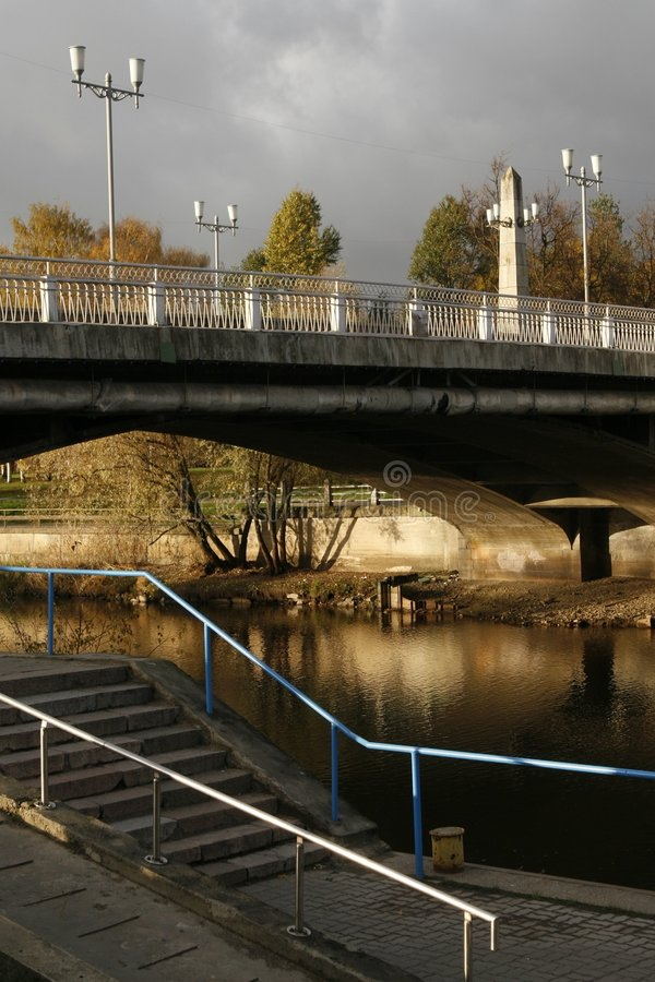 Ponticello sopra il fiume immagine stock libera da diritti