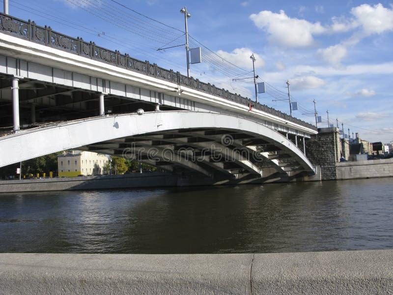 Ponticello sopra il fiume di Mosca fotografia stock