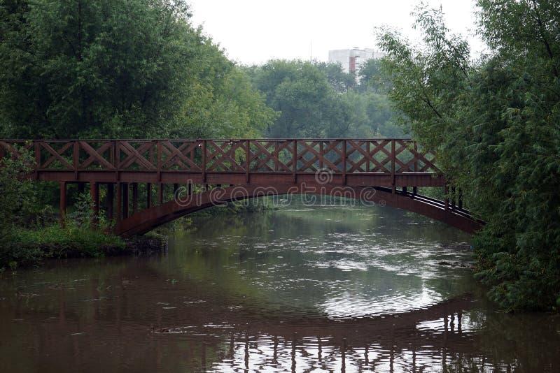 Ponticello sul fiume immagini stock