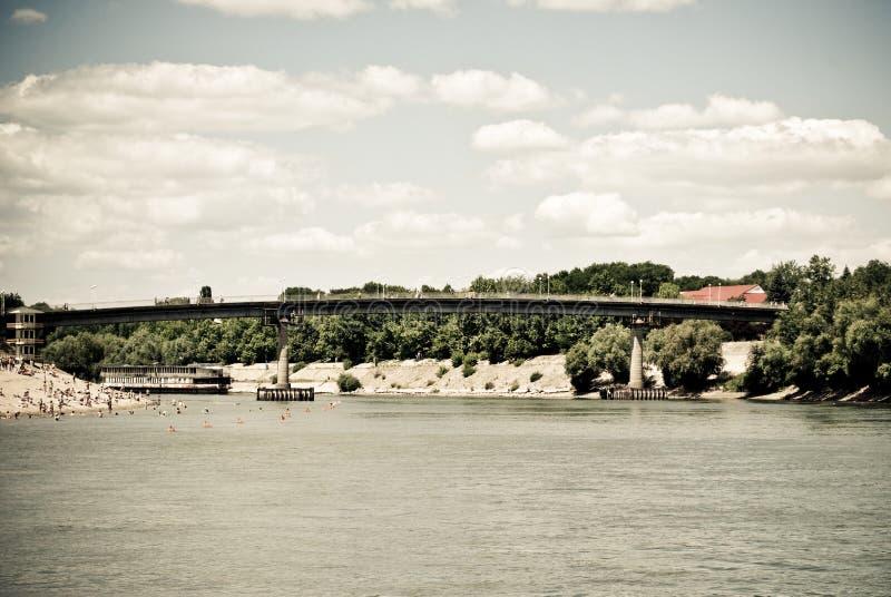Ponticello sul fiume fotografie stock