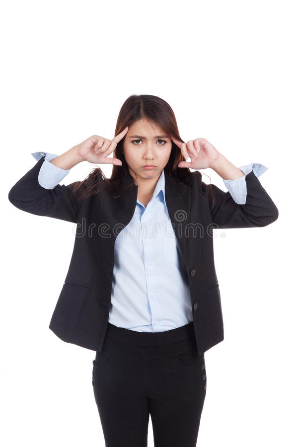 Ponto asiático novo da dor de cabeça da mulher de negócios a sua cabeça foto de stock royalty free
