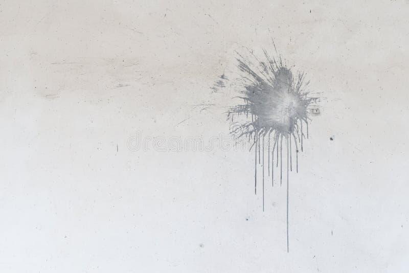Ponto da pintura cinzenta na parede branca velha para o fundo ilustração royalty free